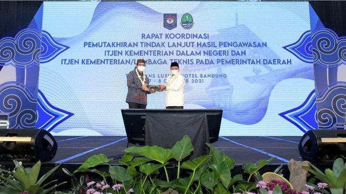 Wakil Gubernur Jawa Barat Uu Ruzhanul Ulum dalam rakor Pemuktahiran TLHP Inspektorat Jenderal Kementerian Dalam Negeri, di The Trans Luxury Hotel Bandung, Kamis (7/10/2021) malam.
