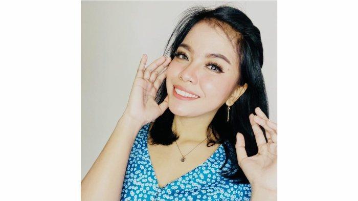 Ekha Alexis pedagang risol, yang kini sukses jadi penyanyi.