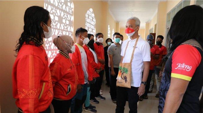 Gubernur Ganjar Kunjungi Wisma Atlet PON Papua, Tanyakan Soal Kenyamanan dan Makanan