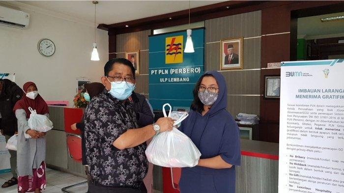 PLN UP3 Cimahi Bagikan Sembako Kepada Warga dari Hasil Galang Dana Karyawan