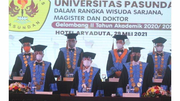 Universitas Pasundan (Unpas) menggelar acara Sidang Terbuka Senat Unpas untuk wisuda sarjana, magister dan doktor gelombang II tahun akademik 2020/2021 di hotel Aryaduta Bandung, Sabtu (29/5/2021).