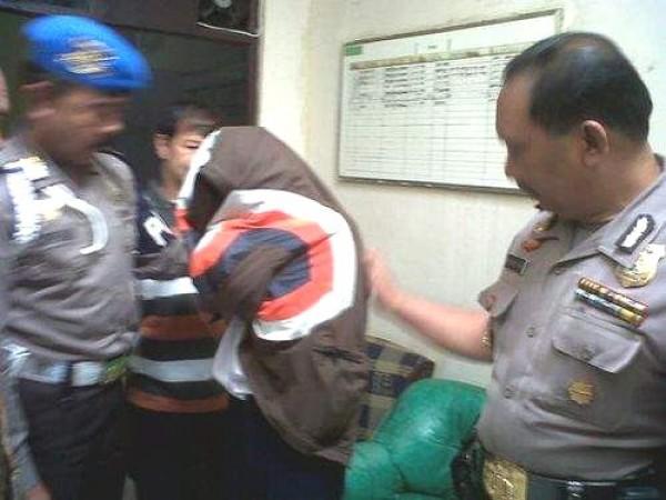 Curiga Tempat Kos Jadi Lokasi Transaksi Narkoba, Polisi Tangkap Dua Pengedar Sabu di Indramayu