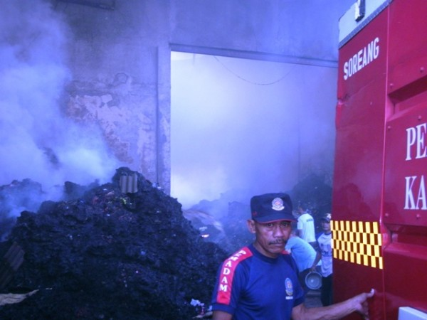 Rumah Terbakar di Babakan Tarogong