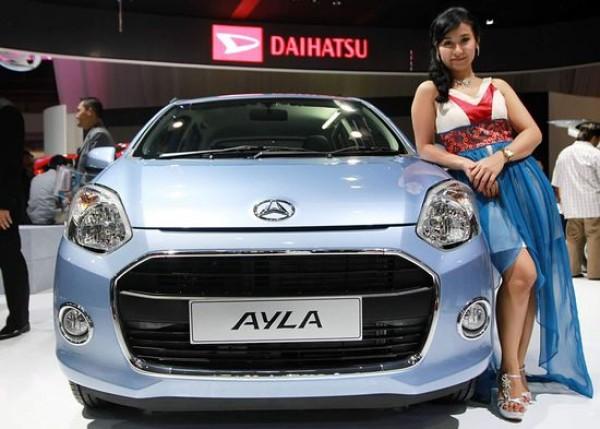 Daihatsu Ayla, produk kembar ketiga kolaborasi Daihatsu dan Toyota, setelah Xenia dan Avanza serta Terrios dan Rush. Daihatsu Ayla ditawarkan dengan harga Rp 70-100 juta per unit.