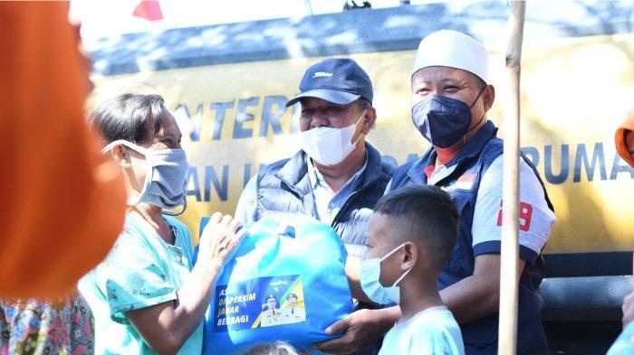 Wagub Uu Ruzhanul Ulum bersama dengan Kepala Dinas Disperkim dan BPBD mendatangi wilayah yang terkena dampak kekeringan di Desa Kertajaya, Kabupaten Garut pada Rabu (10/08/2021).