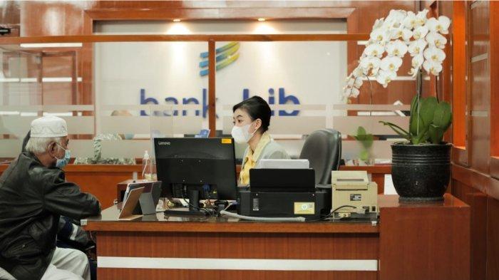 bank bjb sebagai salah satu sektor esensial yaitu sektor keuangan tetap melayani kegiatan operasional di seluruh jaringan kantor bank bjb dengan protokol kesehatan Covid-19 ketat dan penyesuaian jadwal jam operasional layanan kas untuk menghindari penularan pandemi Covid-19.