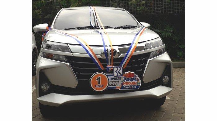 Hadiah Grand Prize undian PHS BRI Kanca Bandung Kopo periode semester I Tahun 2021, satu unit mobil Toyota Avanza G 1.3 M/T yang diraih nasabah Simpedes BRI Kanca Bandung Yuyun Yulianti.*