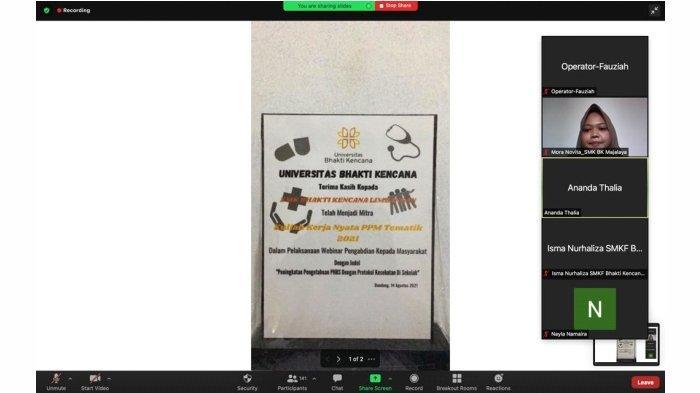 Penghargaan berupa plakat secara virtual Oleh Ketua Pelaksana Cantika Diana Agustin kepada Ke-3 Mitra