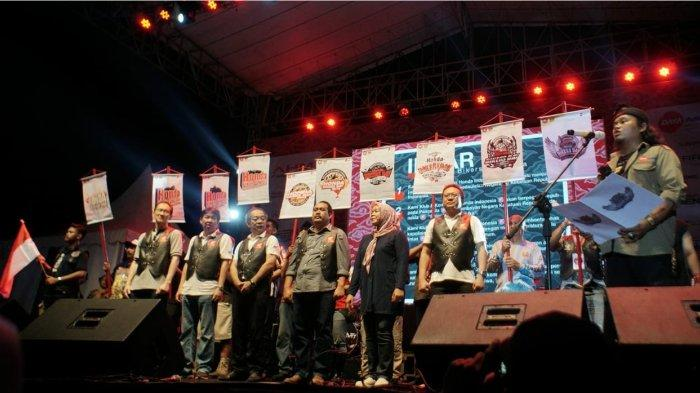 Kebersamaan dan kekompakan seluruh anggota Ikatan Motor Honda Jawa Barat dalam mengsukseskan gelaran Honda Bikers Day ke-10 di Pangandaran pada tahun 2018.