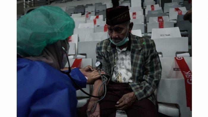 Sentra Vaksinasi Bersama BUMN Istora Senayan Catat Rekor Jumlah Warga Tervaksin.