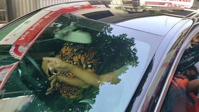 Kunjungi Ibunya, Ini yang dilakukan Aaliyah Massaid Anak Reza Artamevia