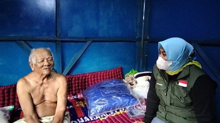 Abah Sarji Kini Bisa Nonton Laga Persib Bandung, Setelah Diberi Televisi oleh Dedi Mulyadi