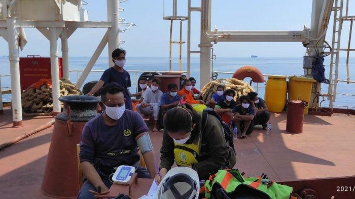 16 ABK Selamat di Insiden Terbakarnya Kapal Sedang Dalam Perjalanan Pulang dari Tuban