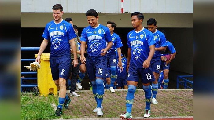 Pertahanan Persib Bandung Kian Stabil Jelang Liga 1 2020, Robert Alberts Singgung Achmad Jufriyanto