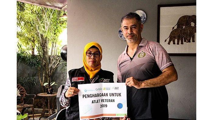 ACT Beri Penghargaan kepada Legenda Voli Indonesia, Pascal Wilmar