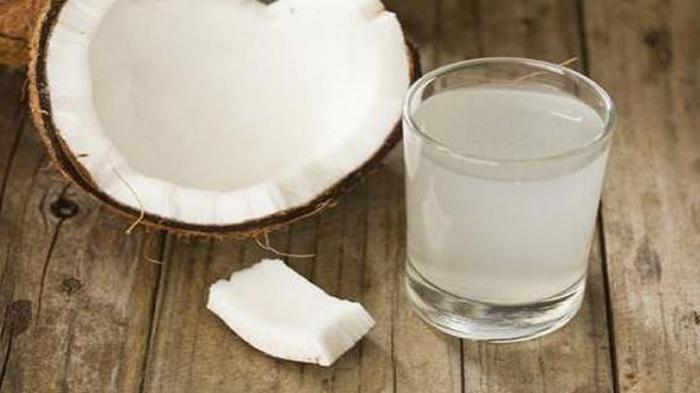 Punya Banyak Manfaat untuk Tubuh, Benarkah Air Kelapa Lebih Baik dari ''Sport Drink''?