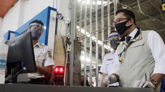 Perjalanan Rute Luar Jawa Barat Diperketat, Emil Minta Penumpang Kereta Api Patuhi Aturan