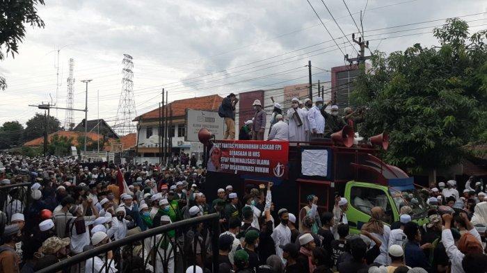 Mapolres Purwakarta Digeruduk Massa Aksi, Kapolres : akan Langsung Kami Sampaikan Tuntutannya