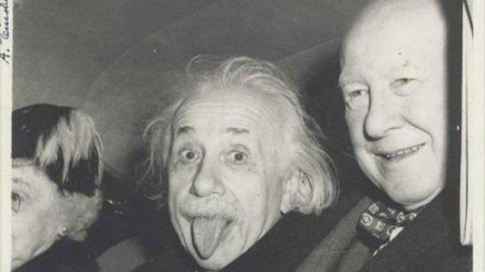Harga Foto Ikonis Albert Einstein