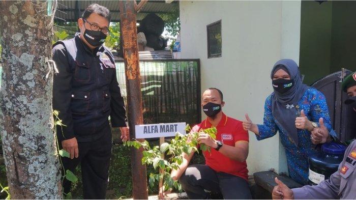Peringati Hari Bumi, Alfamart Tanam Pohon Produktif di lahan Buruan SAE Kota Bandung