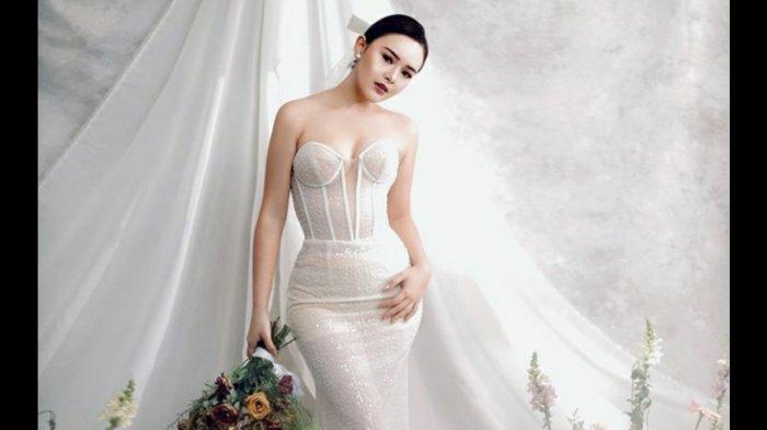 Amanda Manopo pakai gaun pengantin, ada pose mesra dengan Billy Syahputra.
