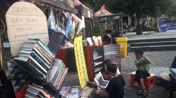 Lumbung Kreatif Sediakan Bacaan Gratis di Alun-alun Wanayasa Purwakarta