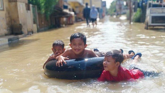 Banjir Isi Ulang Landa Dayeuhkolot Kabupaten Bandung, Siang Surut Malam Datang Lagi