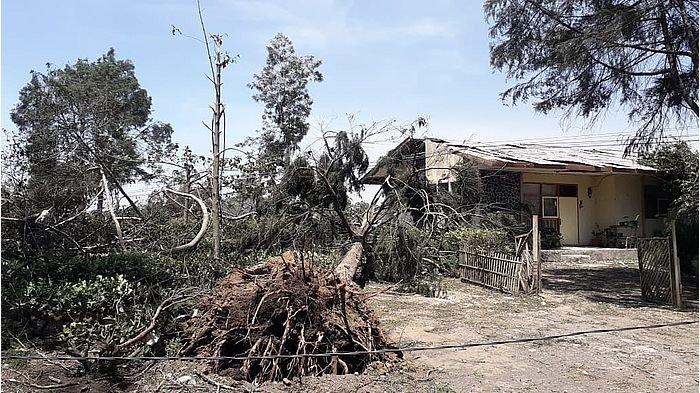 1.200 Unit Rumah Rusak Diterjang Angin Kencang di Kabupaten Bandung, 65 di Antaranya Rusak Berat