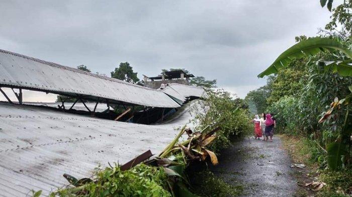 Angin Puting Beliung di Cikidang Kabupaten Sukabumi juga Rusak Kandang Ayam