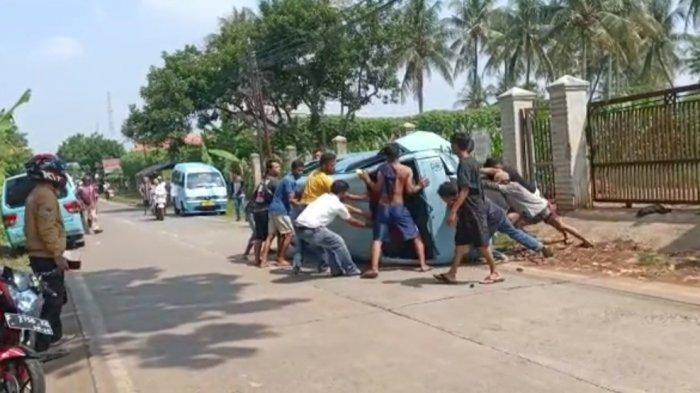 Angkutan Umum Terguling di Cianjur, Sopir Derita Luka sedangkan Tiga Penumpang Selamat
