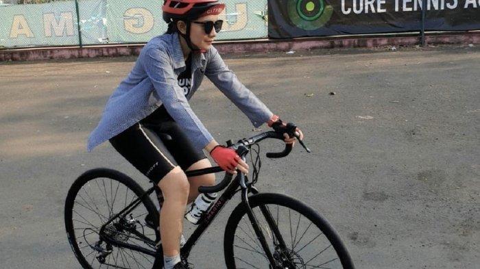 Goweser Cantik Bandung Ini Pilih Perpaduan Road Bike dan Mountain Bike