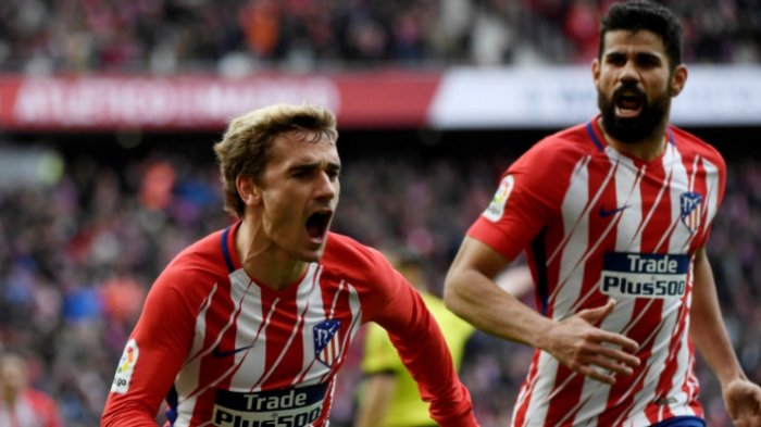 Antoine Griezmann (kiri) merayakan gol dia ke gawang Celta Vigo dalam partai Liga Spanyol di Wanda Metropolitano, Madrid, 11 Maret 2018.