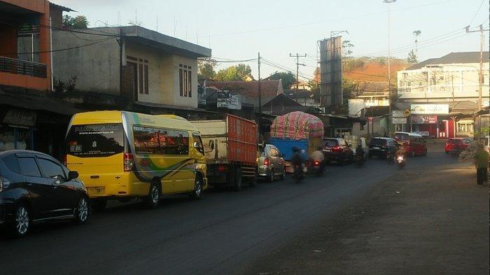 Arus Lalu Lintas Tersendat, Polisi Terapkan Buka-Tutup di Jalur Bandung-Sumedang