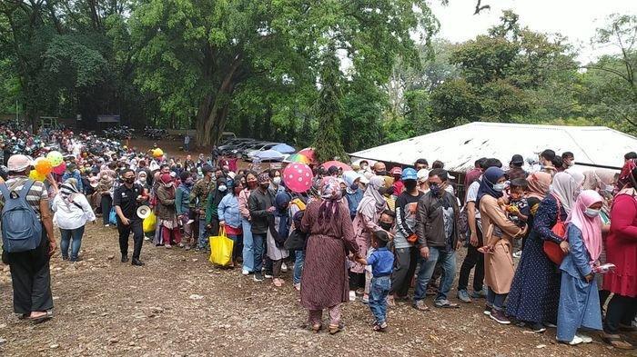Ada Kerumunan di Antrean di Kebun Binatang Bandung, Oded: Masyarakat Susah Dikendalikan.