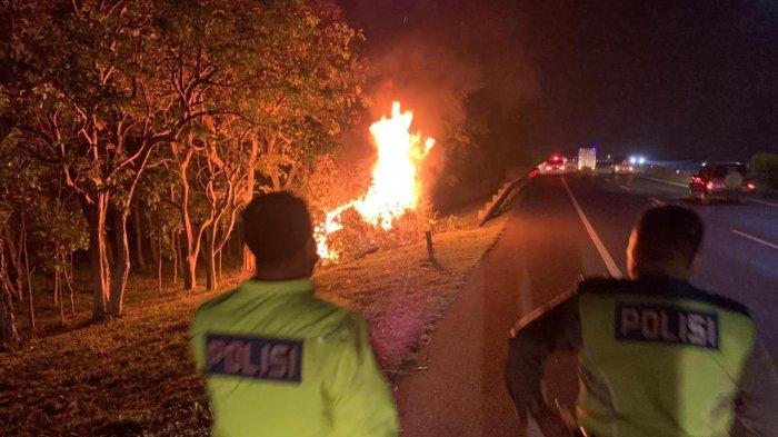 Avanza Putih Tabrak Lari di Bandung, Masuk Tol Lalu Tabrak Pohon dan Terbakar, Ini Nasib Pelaku