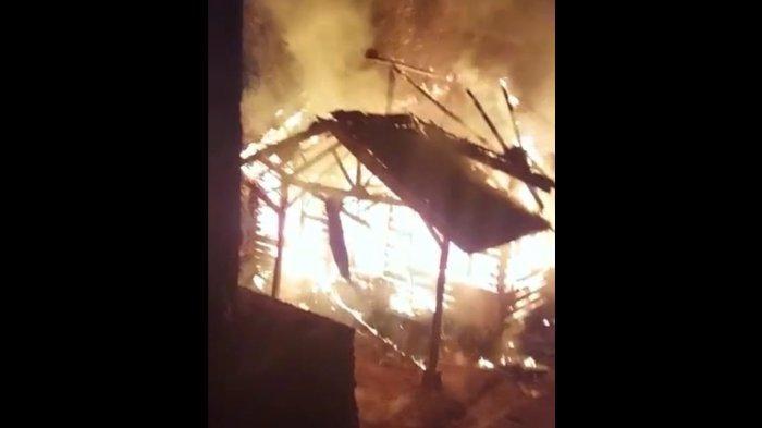 Rumah Habis Terbakar di Cianjur, Keluarga Korban Menangis Histeris, Diduga Api Merambat dari Tungku