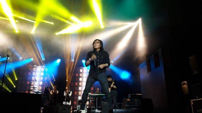 Penampilan Ari Lasso dalam Konser