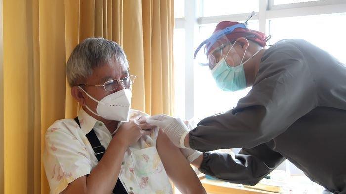 Lansia Bandung Tak Menyangka Mendapat Prioritas Vaksin Covid-19, Ini yang Dirasakan Setelah Disuntik