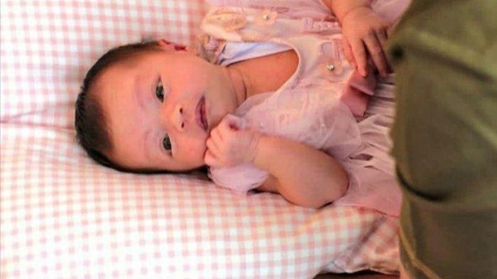 Baby Arsila, bayi Zaskia Gotik terlihat cantik dan imut.