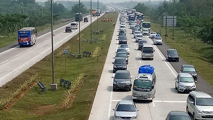 Bila Lalu Lintas Tol Cipali Padat, Kendaraan Akan Diarahkan Keluar di Jalur Pantura