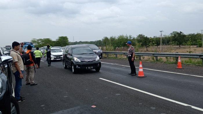 Polisi Olah TKP Kecelakaan Maut di Cipali, Tandai Jalur Sinar Jaya Lintasi Median Lalu Tabrak Arimbi