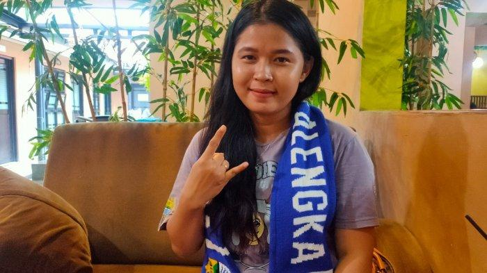 Cerita Romantis Bobotoh Geulis Asal Majalengka, Dapat Jodoh dari Nonton Persib di Stadion