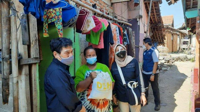 ASN Pemprov Jabar Sebar Ribuan Paket Sembako, Bantu Warga Terdampak Pandemi Covid-19