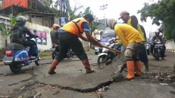 Aspal Jalan Mahar Martanegara Mengelupas Diterjang Banjir, PUPR Akan Koordinasi Dengan DPKP