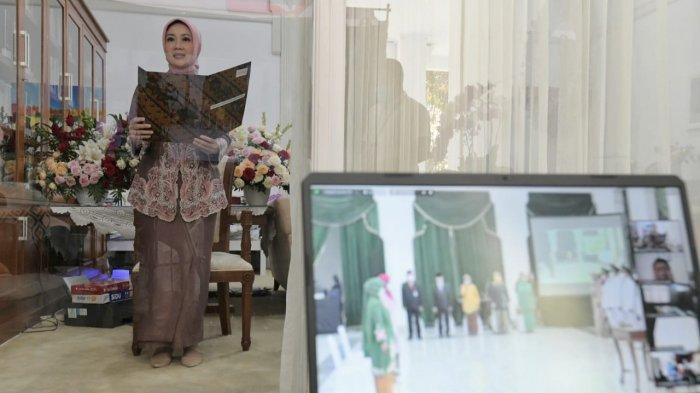 Positif Covid-19 Tak Halangi Bu Cinta Bekerja, Lantik Ketua TP PKK Kabupaten Bandung dan Tasikmalaya