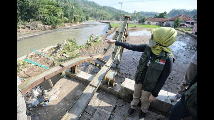 Ketua Jabar Bergerak, Atalia Soroti Jembatan dan Akses Internet yang Putus di Garut Selatan