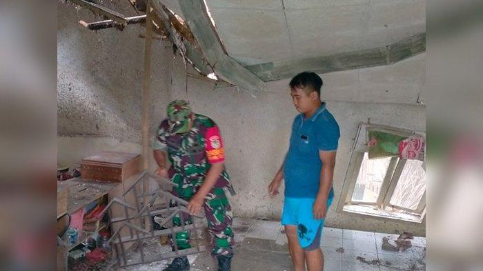 Diguncang Gempa, Rumah di Tasikmalaya Nyaris Roboh, Atapnya Sudah Ambruk