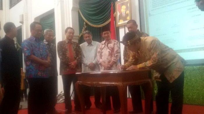 Atasi Banjir Bandung Raya, Deddy Mizwar Undang 5 Kepala Daerah