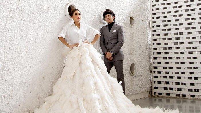 Foto Pertama Atta dan Aurel Sebagai Suami Istri, Atta Rangkul Putri Anang, Bareng Pamerkan Benda Ini