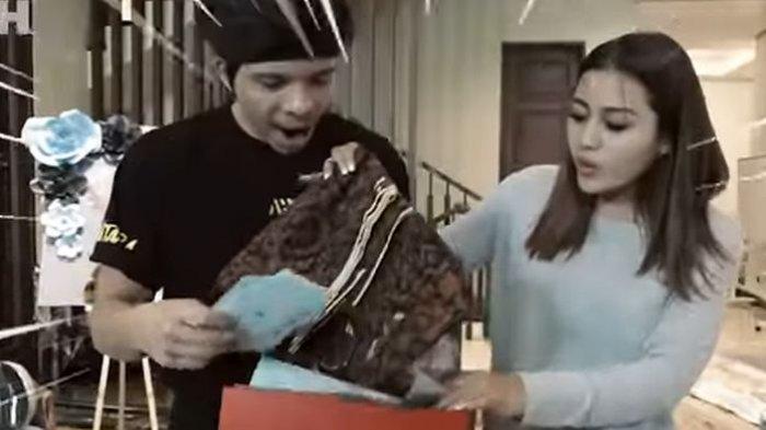 Atta Halilintar dan Aurel Tunjukkan Kado yang Didapat dari Presiden Joko Widodo, Ini Dia Bentuknya